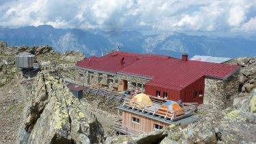 Glungezerhütte in den Tuxer Alpen, © OeAV Hall/Gerald Aichner