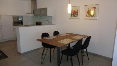 Tisch mit Küche