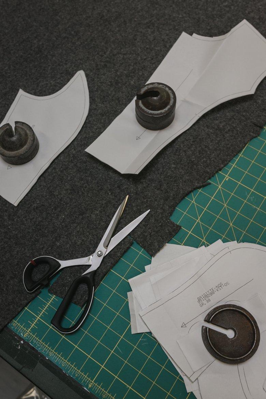 Vom Papier bis zum Zuschnitt: Dazwischen liegen einige Arbeitsschritte und viel Expertise.