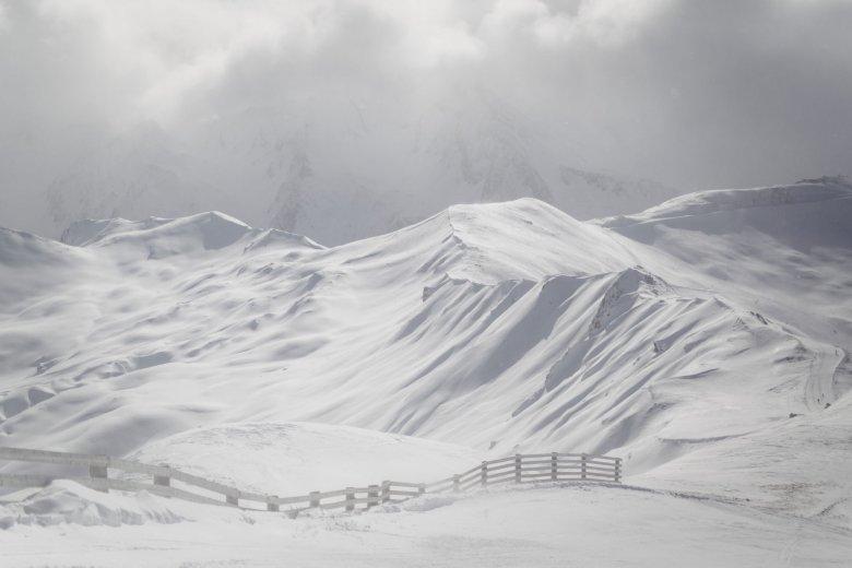 Schnee reflektiert extrem viel Sonnenlicht und kann im schlimmsten Fall zur Schneeblindheit führen.