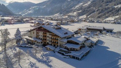 https://images.seekda.net/AT_ZELL_SONNEN/DJI_0029_HotelSonnenhof_Winter2019_becknaphoto.jpg