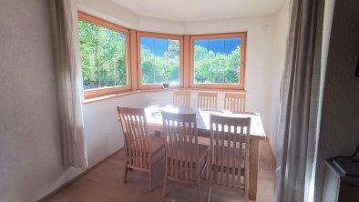 Wohnzimmer mit Eichenparkett mit Essbereich - OG