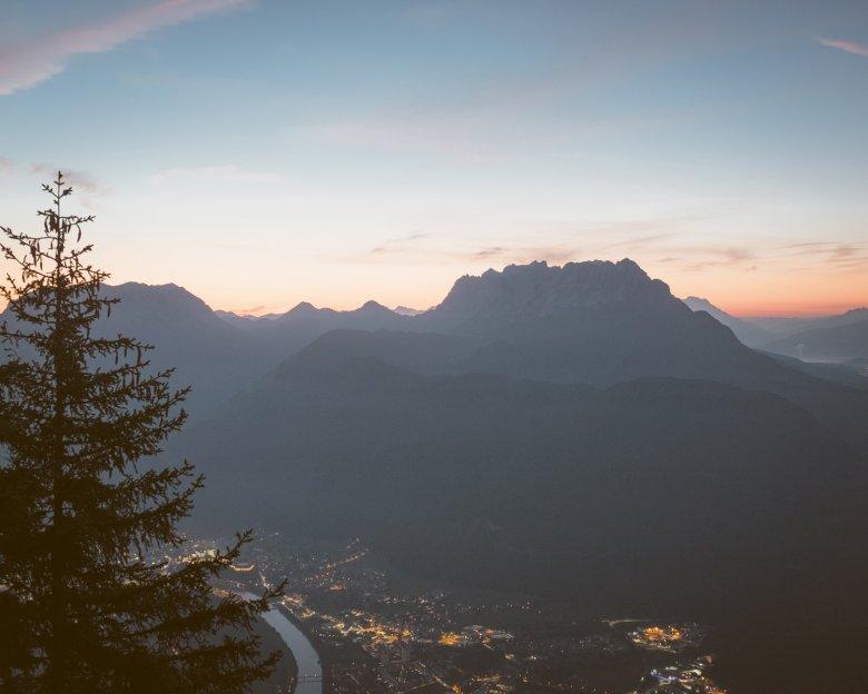 Der wilde Kaiser im Morgengrauen – vom Kufsteiner Hausberg aus gesehen.
