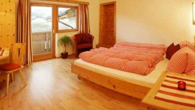 natürliche Ausstattung, © * in unseren Schlafzimmern mit Holzparkettböden und Möbeln aus heimischem Zirbenholz