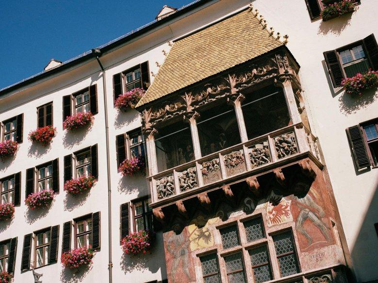 Das Wahrzeichen Innsbrucks: Das Goldene Dachl. , © Tirol Werbung, George Marshall