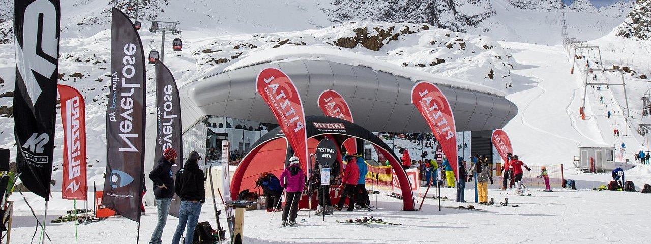 Im Oktober geht es auf dem Pitztaler Gletscher so richtig los mit dem Wintersport, © Pitztaler Gletscherbahn