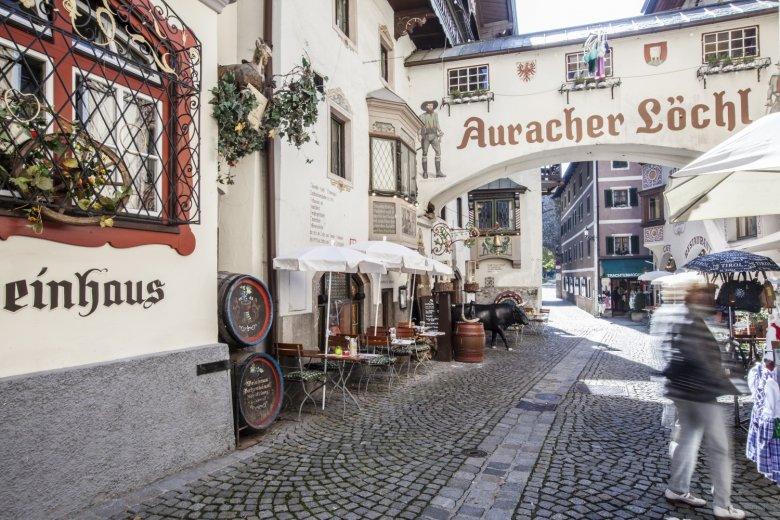 Die Römergasse in Kufstein ums Auracher Löchl ist neben der Festung die Sehenswürdigkeit