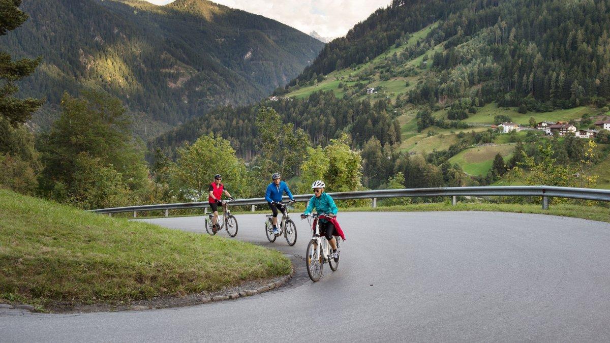Radfahren auf der Via Claudia Augusta, © Tirol Werbung/Frank Bauer