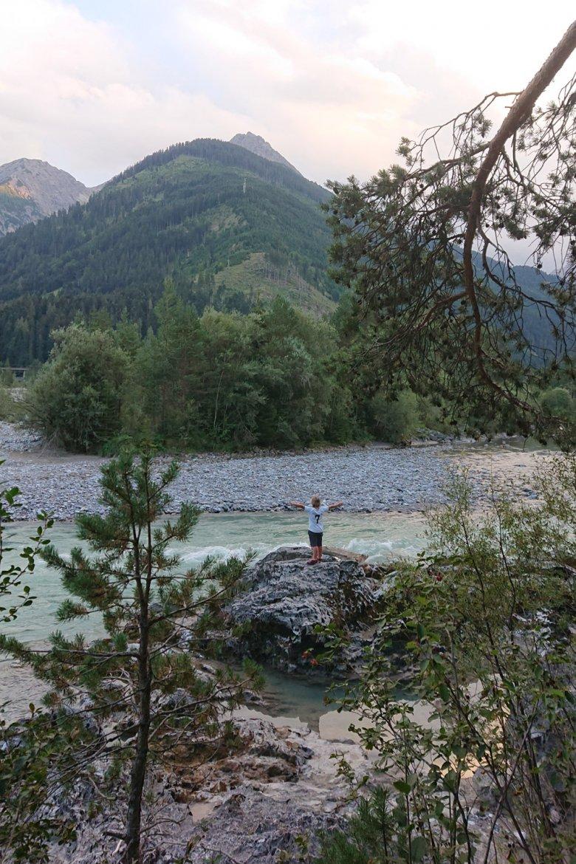 Am Lechweg kurz vor Elmen (c) Tirol Werbung – Julia Koenig
