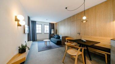 Apart-Suite Villa Rosa_Wohnzimmer_Ausziehcouch_01