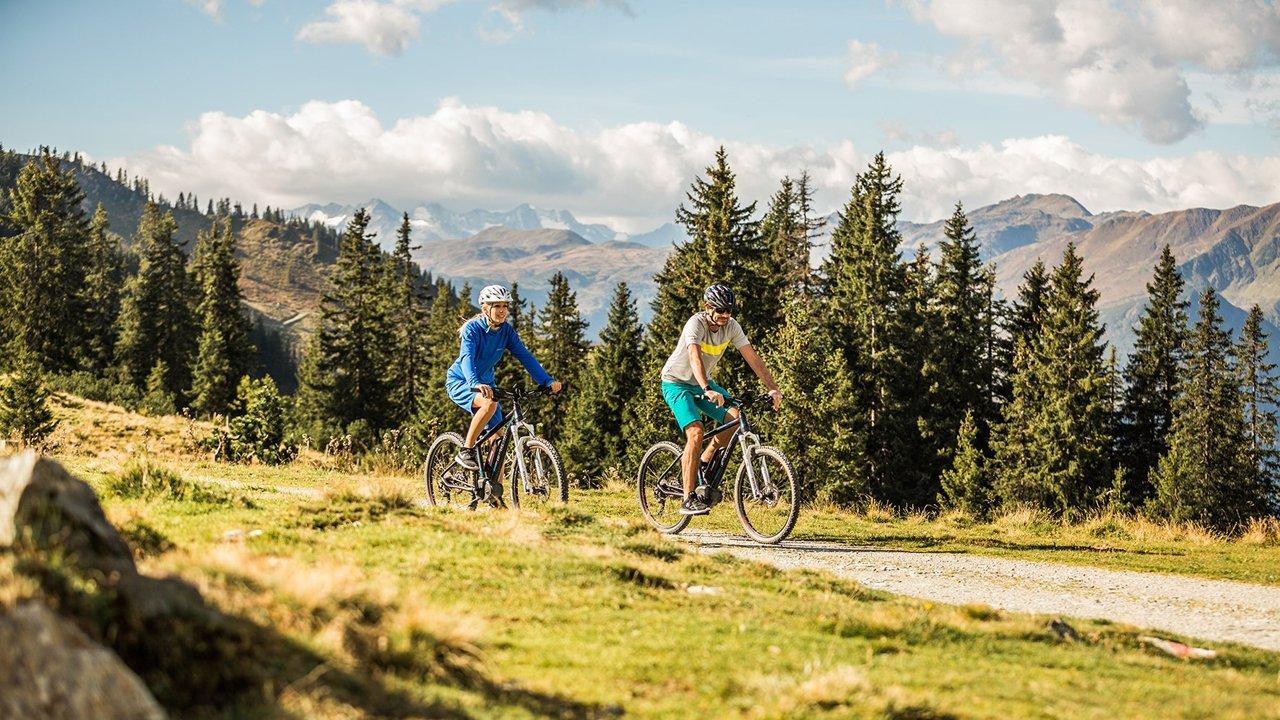 E-Bike-Fahrtechniktraining mit Kurt Exenberger von der Bikeacademy, © Kitzbüheler Alpen@Mirja Geh-eye5