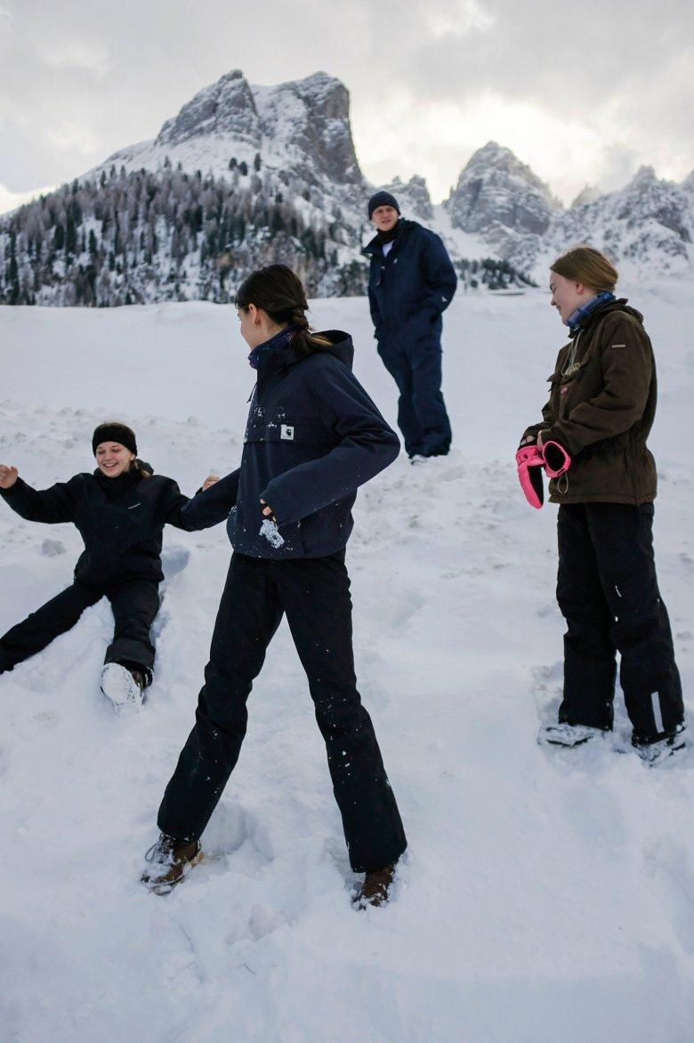 Himmlisch: Ohne Schneeengel geht es nicht im Tirolurlaub.
