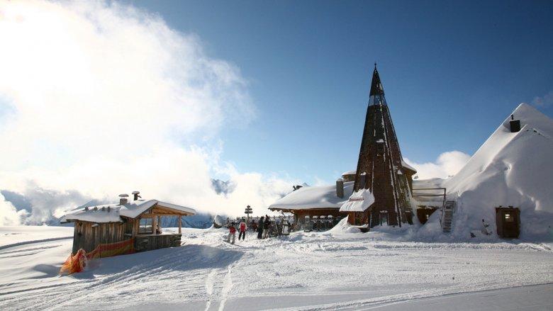 Schneekarhütte mit ihrem Turm im Zillertal. Foto: Zillertal Tourismus