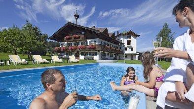 Nebenhaus mit Pool