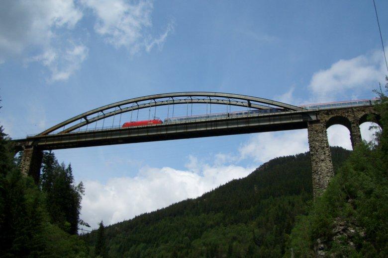 Trisannabrücke im Sommer (Foto: Roland Siegele)