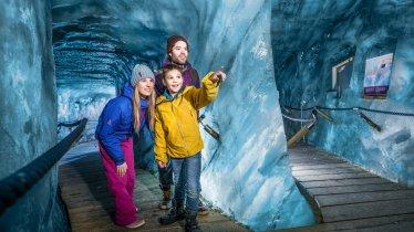 Eisgrotte am Stubaier Gletscher, © Stubaier Gletscher / Andre Schönherr