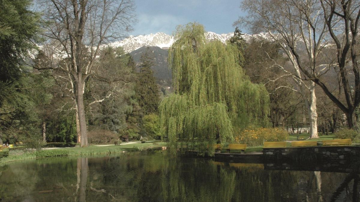 Nicht, dass es in Innsbruck nicht sowieso jede Menge Bäume und Gärten gäbe. Aber was eine richtige Stadt ist, braucht auch mindestens eine ausgedehnte Parkanlage. Der penibel gepflegte Hofgarten diente einst den Habsburgern zum Lustwandeln und Repräsentieren., © Innsbruck Tourismus