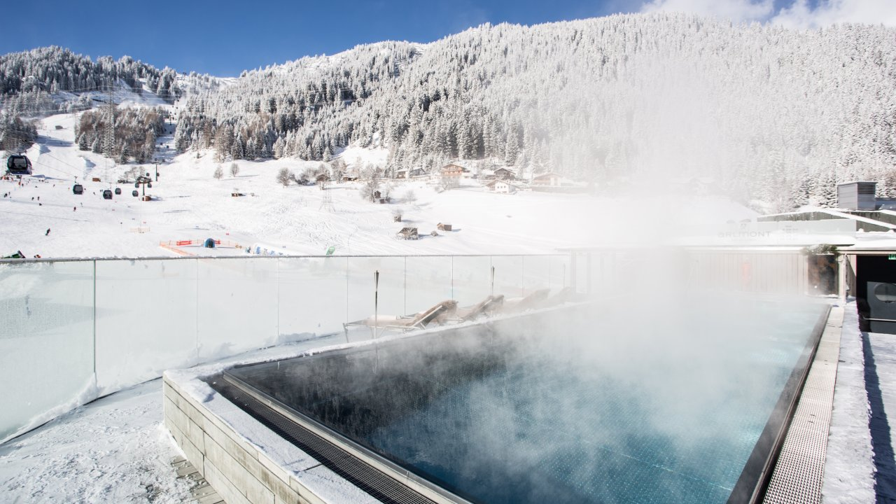 Rooftop Pool des Hotel Arlmont in St. Anton am Arlberg, © Hotel Arlmont