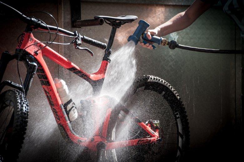 Bike-Wash-Stationen für Mountainbikes gibt es an den Talstationen der Isskogel- und Rosenalmbahn.
