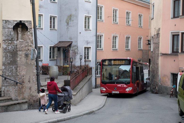 In der Höttinger Gasse wird es eng für die J-Linie.