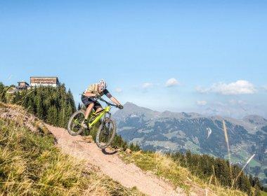 Biken am legendären Hahnenkamm (c) Kitzbuehel Tourismus / Michael Werlberger