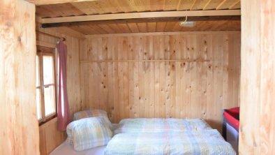 Weiteres Schlafzimmer mit Platz für Gitterbett