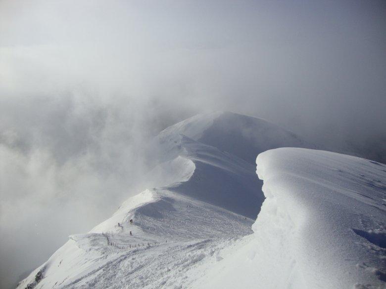 Ausblick vom Gipfel der Vennspitze hinunter zum Skidepot.