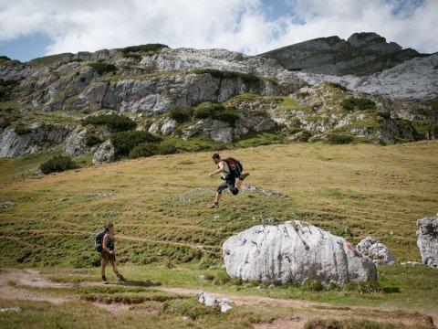 Auch bei der Wanderung in den Brandenberger Alpen ist man mit jedem per Du., © Tirol Werbung, Schwarz Jens