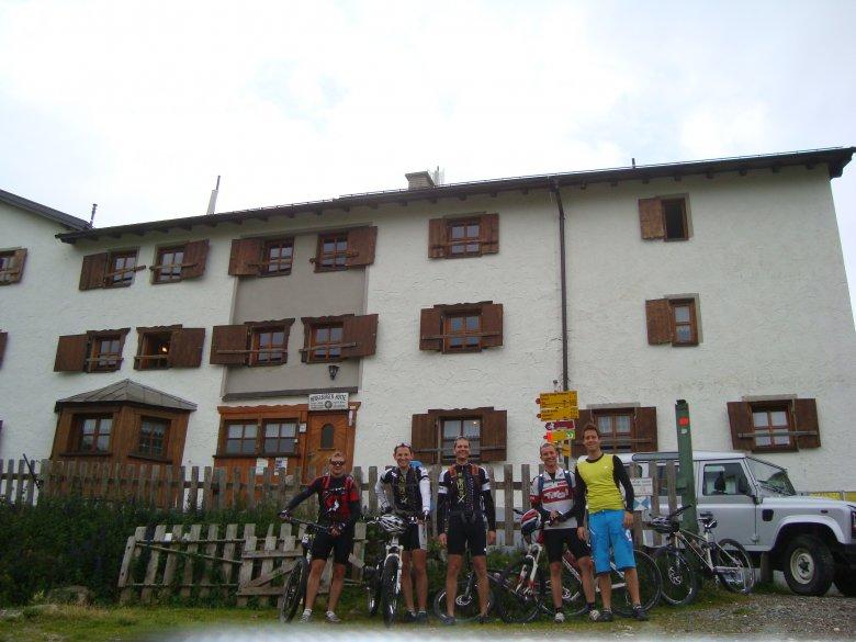 Die gemütliche Heidelberger Hütte (2.264 m) liegt direkt am Weg.