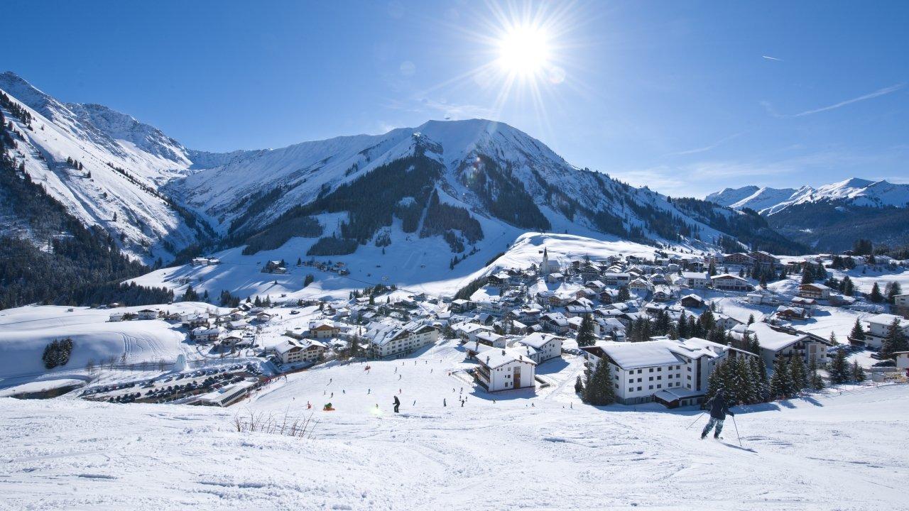 Berwang im Winter, © Tiroler Zugspitz Arena/Albin Niederstrasser