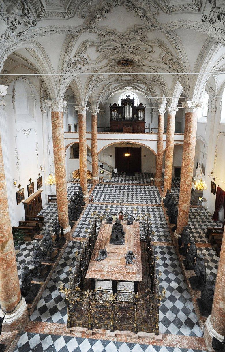 Kühle Gemäuer: Die Hofkirche in Innsbruck