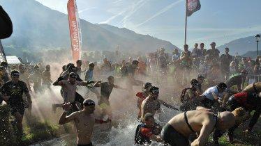 Auch eine Schlammgrube muss beim Spartan Race bezwungen werden., © Werner Krepper