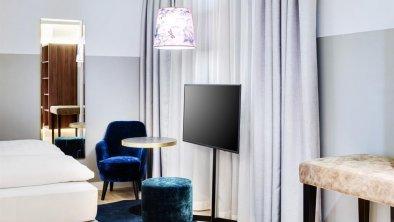 Stage 12 Doppelzimmer Sitzbereich disability frien