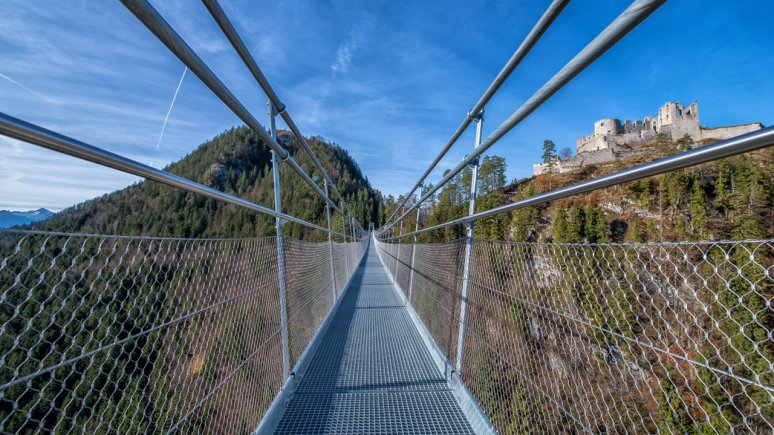 Blick von der highline179 auf die Burgruine Ehrenberg, © highline179