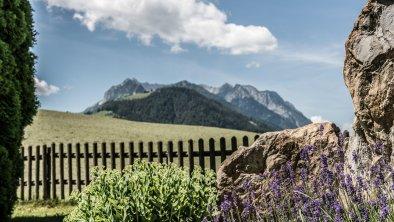 Blick auf das Kaisergebirge vom Garten, © (c) Florian Egger