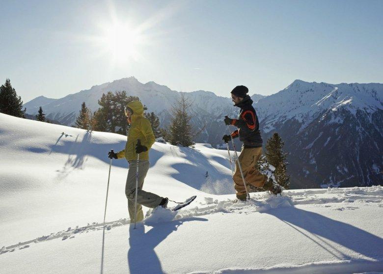Auf du und du mit der Natur beim Schneeschuhwandern.