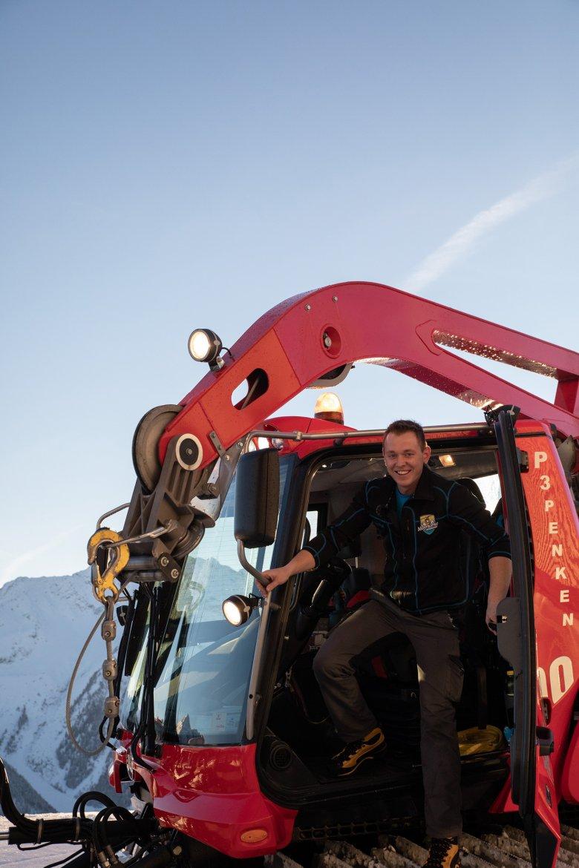 Christoph Egger und sein 430 PS starkes Arbeitsgerät.