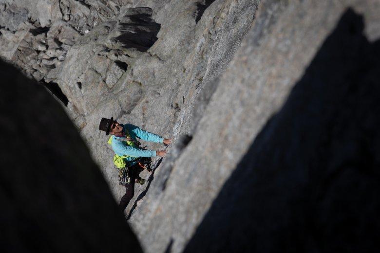 Knapp 38 Jahre später als auf dem Titelbild, immer noch mit Zylinder: unterwegs im Zillertaler Granit mit Blick auf einen noch namenlosen Gipfel.