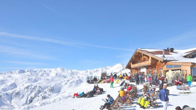 Sonnenterrasse der Kristallhütte im Skigebiet Hochzillertal, © Tirol Werbung/Josef Mallaun