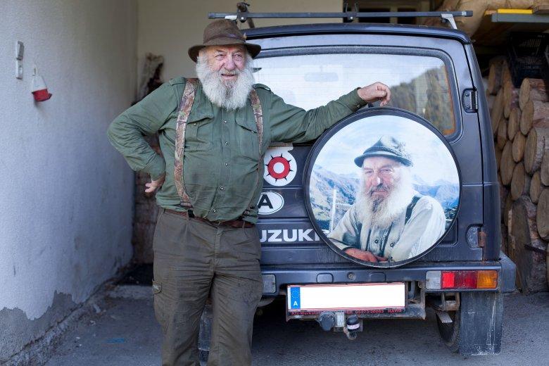 Bauer mit seinem Jeep. , © Tirol Werbung, Soulas Oliver
