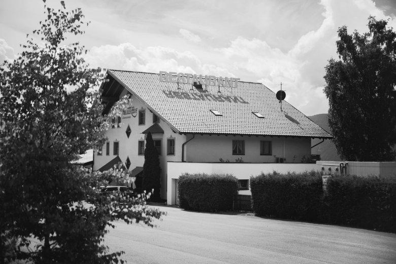 Gut gelegen: Der Meilerhof liegt günstig an der Straße zwischen Inntal und Seefeld.