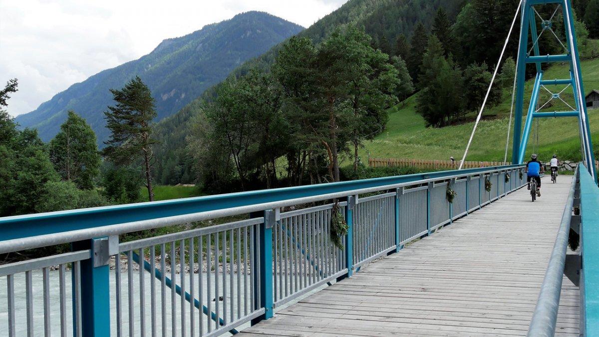 Kajetansbrücke für Radfahrer in Pfunds, © TVB Tiroler Oberland/Kurt Kirschner