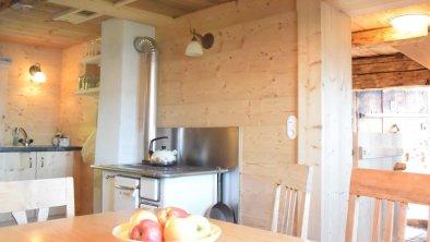 Küche mit Holzherd zum Kochen und Heizen