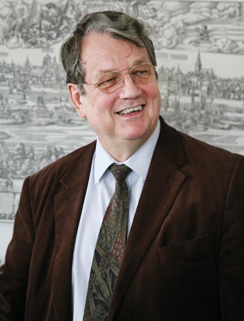 """Paul Naredi-Rainer -Der Professor für Kunstgeschichte an der Universität Innsbruck ist Herausgeber des Sammelbandes """"Kunst in Tirol"""". Zuvor war er unter anderem Leiter des Rheinischen Bildarchivs in Köln. Naredi-Rainers Fachgebiet ist Architektur, darüber hinaus ist er ein profunder Kenner aller Epochen der abendländischen Kunst."""