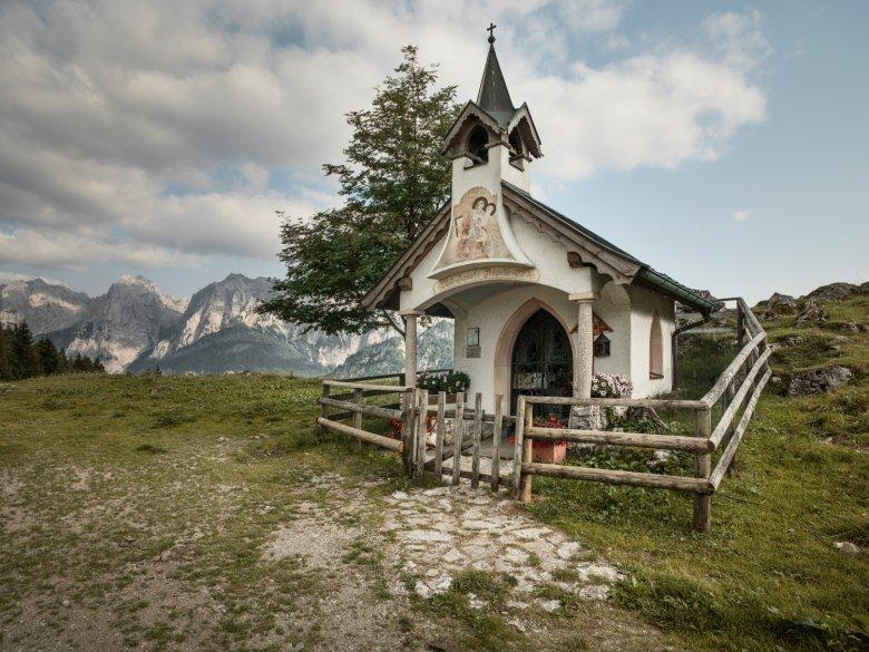 Die Kapelle auf der Ritzaualm im Kaisertal. (c) TVB Kufsteinerland / Lolin