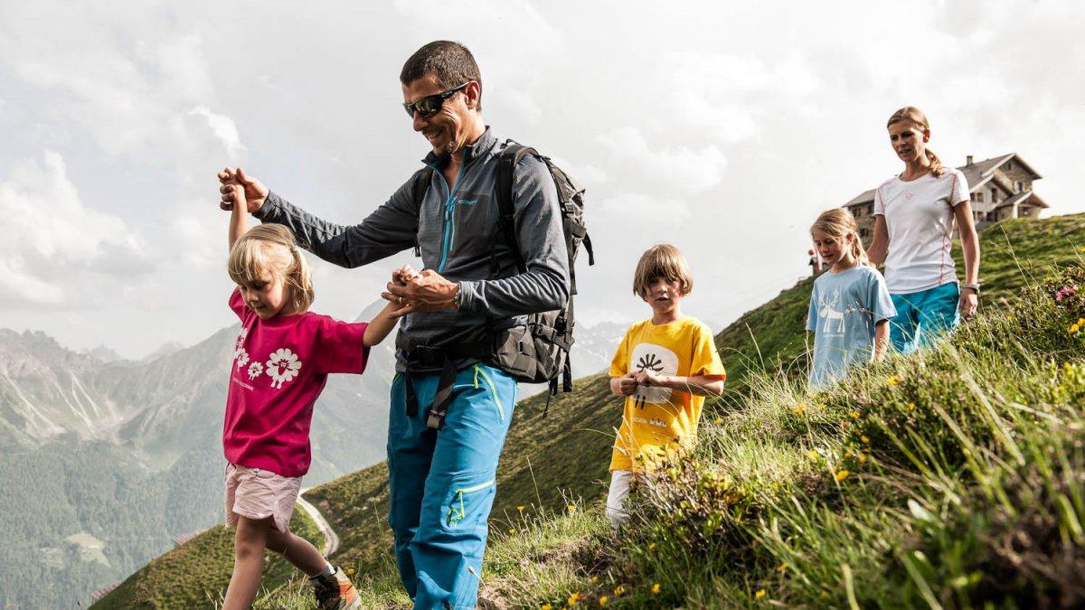 Familienwanderung im Stubaital, © TVB Stubai Tirol/Andre Schönherr