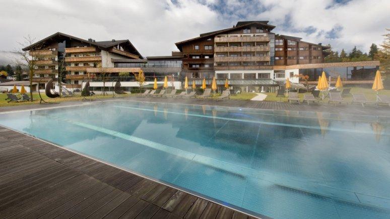 Hotel Quellenhof Pool Sommer