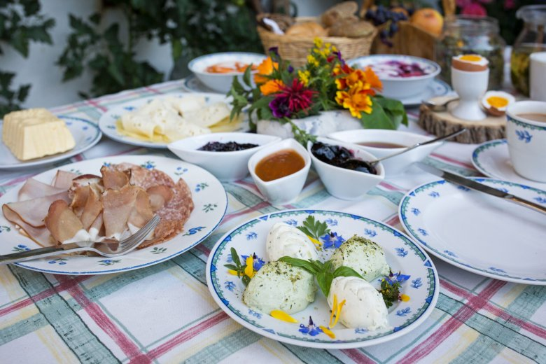 Frühstück am Bauernhof in Tirol.