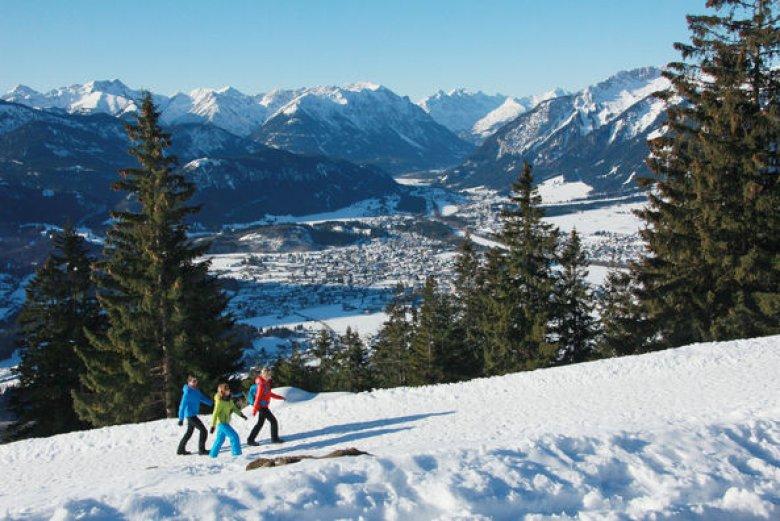 Winterwanderer im Lechtal. (Foto: Eisenschink)