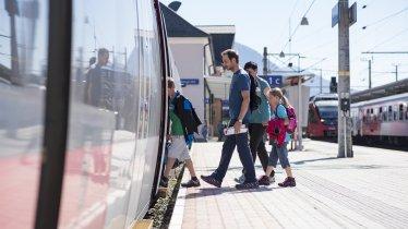 Anreise mit der Bahn mit der Familie, © Tirol Werbung / Gerhard Berger